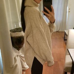 H&M Oversized Turtleneck Oatmeal Tan Sweater Rib